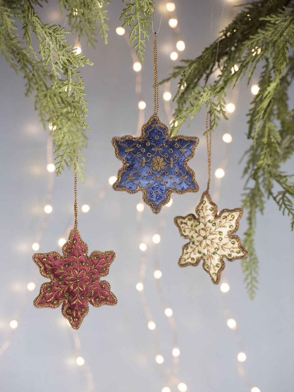 8597596_5793_velvet-snowflake-ornaments-set-of-3.jpg