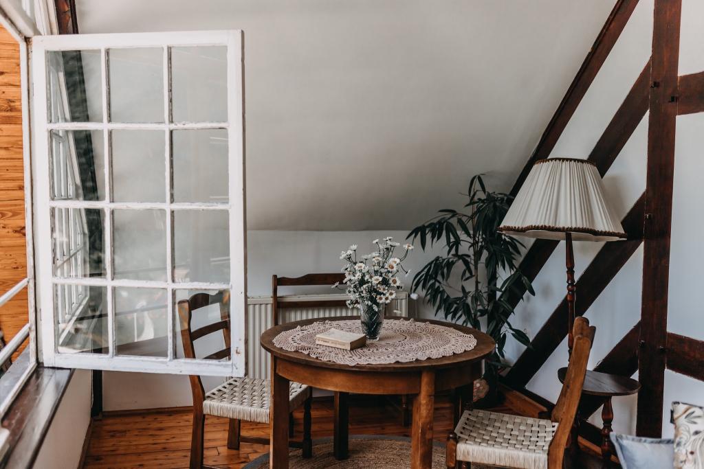 Rusztikus stílusú nappali: így válassz bútorokat, kiegészítőket